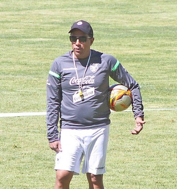 Salinas confía en DT Farías