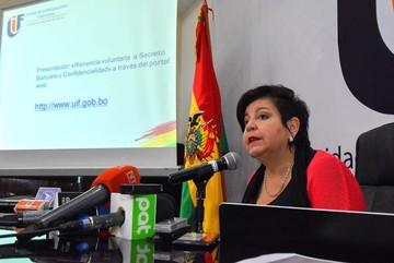 Directora de UIF: Doy fe y pongo las manos al fuego por las cuentas de Evo y Álvaro