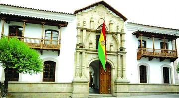 Asamblea regional sesiona  y entrega 14 distinciones