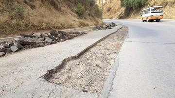 Abandonan obras de recapado en avenida