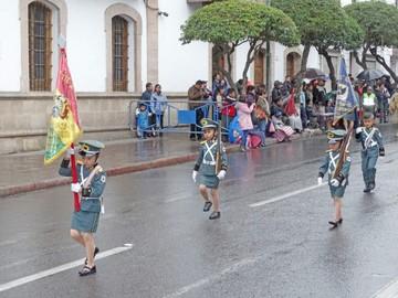Escolares desfilarán el Día de la Bandera