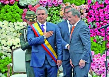 """Asume Duque y anuncia combate a """"dictaduras"""""""
