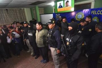 """Presentan al """"Yogui"""" acusado de ser uno de los autores del robo de la medalla presidencial"""