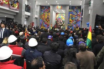 """Inauguran la Casa Grande del Pueblo y Evo destaca acabar gradualmente con el """"Estado inquilino"""""""
