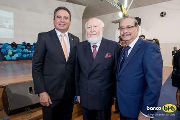 Reconocimiento de Asoban a Julio León Prado