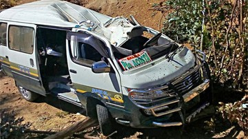 La Paz: Vuelco de minibús deja dos personas fallecidas