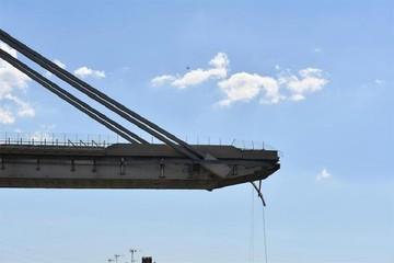 Sube a 39 el número de fallecidos en el derrumbe de un puente en Génova
