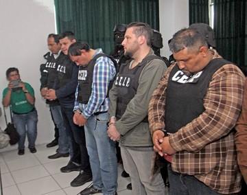 Gobierno presenta a supuesta banda de tráfico de armas