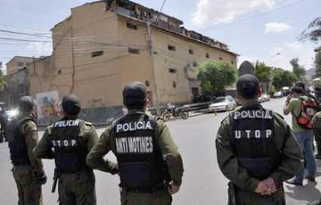 Procesan a 36 policías por cobros ilegales