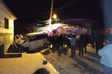 Choque múltiple deja al menos cinco fallecidos y cuatro heridos en Vinto