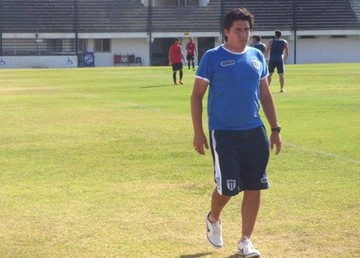 Adrián Romero, nuevo DT de la U, llegará esta noche a la Capital