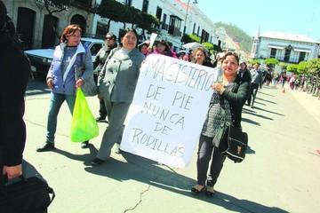 Gobierno cuestiona paro y descontará a maestros