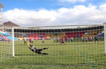 Argentino Romero debuta con derrota al frente de Universitario