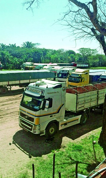 Transportistas activan presión entre críticas