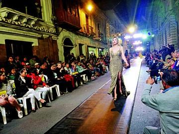 Sucre Moda, la pasarela solidaria, brilló anoche