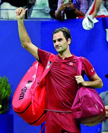 Federer fuera; Delpo sigue