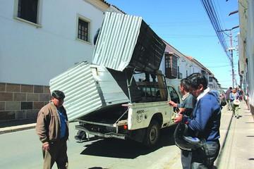 Retiran casetas fuera de norma en calle Bolívar