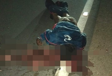 Vehículo atropella a un hombre que supuestamente dormía en plena carretera