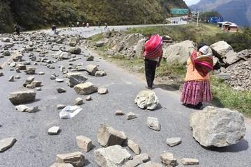 Los cocaleros de Los Yungas bloquean el camino a Unduavi