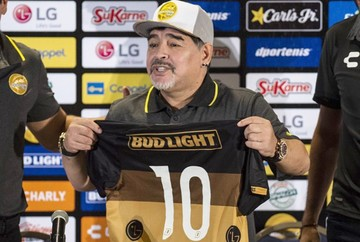 Maradona asume como DT