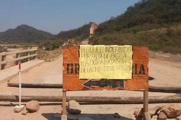 Ex trabajadores de Cartellone bloquean el tramo Muyupampa-Ipati