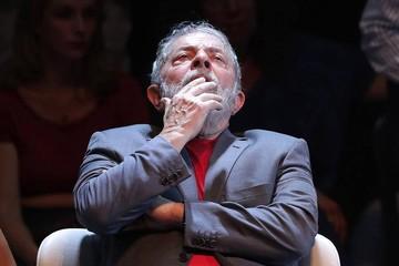 Lula desiste de disputar la Presidencia y anuncia a Haddad como su sustituto