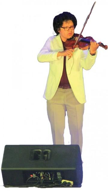 Jazz, creatividad y estilo propio,  la rúbrica del violín boliviano