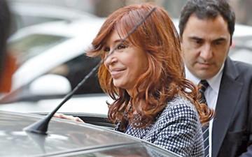 Fernández niega versión sobre trama de sobornos