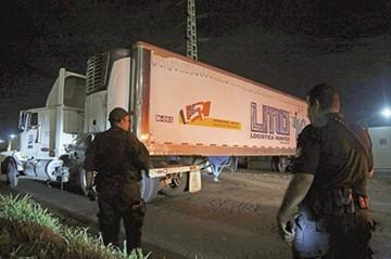 Cuerpos en contenedores desatan disputa en México