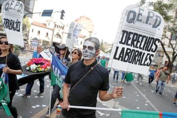 Macri enfrenta su cuarta huelga contra su Gobierno