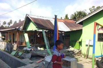 Varios muertos tras un terremoto de 7,5 grados y un tsunami en Indonesia