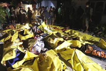 Al menos 385 muertos y 540 heridos por los sismos y el tsunami en Indonesia
