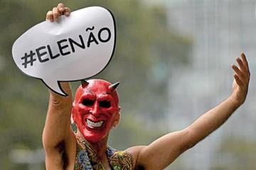Dan de alta a Bolsonaro y las mujeres lo rechazan