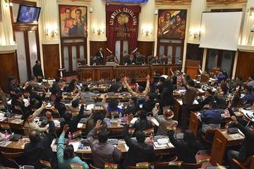 Oficialistas y opositores piden a Chile que se mantenga al margen de la política interna