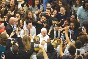 Papa Francisco advierte a jóvenes sobre populismo