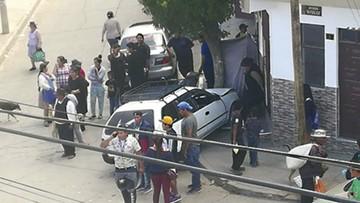 Taxista ebrio choca en  una calle concurrida