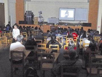 Universitarios proyectan reportajes y cortometrajes