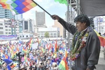 Repostulación de Evo polariza el país en Día de la Democracia