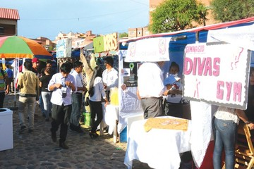 Jóvenes emprendedores difunden 100 iniciativas