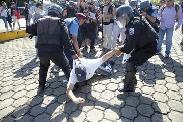 Detenciones y violencia asfixian a nicaragüenses