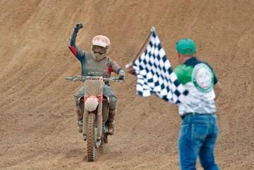 Antezana vuela en motocross