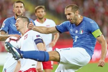 Italia sobrevive en tiempo de descuento y hunde a Polonia