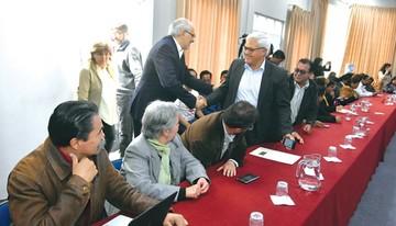Mesa suma adhesiones y Tuto pide definir en julio