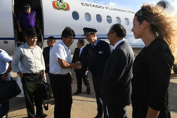 Evo llega a Argentina para entregar normas a favor de residentes bolivianos