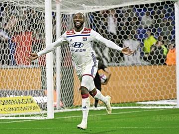 El Lyon vence y asciende en la liga francesa