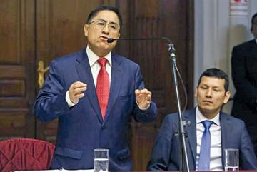 España: Dictan prisión para juez peruano