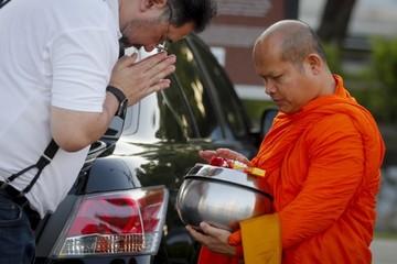 Obesidad también llega a los monjes tailandeses