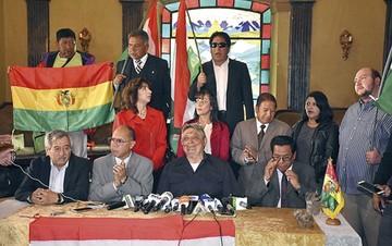"""Gallo"" confirma que va;  plantea república federal"