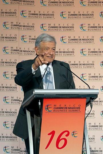 López Obrador descarta crisis por aeropuerto