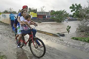 Huracán Willa deja escasos daños a su paso por México